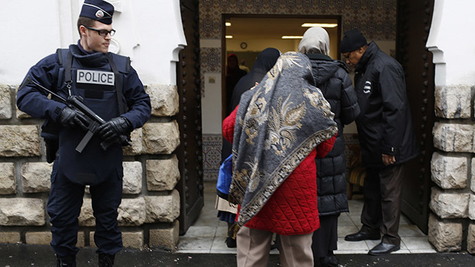 French police stand next to the entrance of Paris Mosque as French Muslims arrive for Friday prayers in Paris January 9, 2015. (Reuters/Youssef Boudlal)