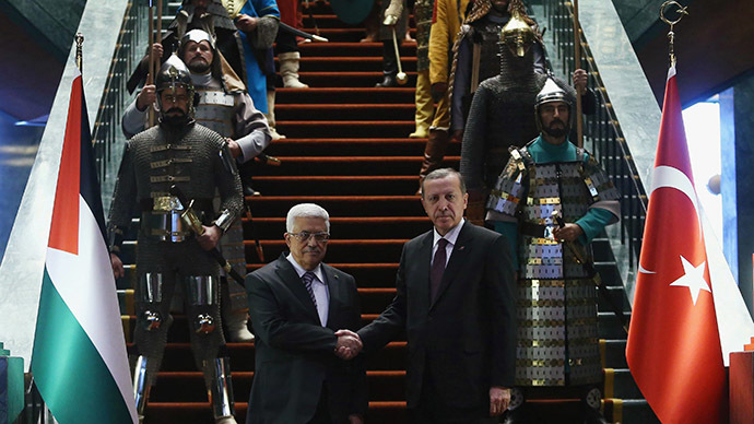 Turkey's President Tayyip Erdogan (R) shakes hands with Palestinian President Mahmoud Abbas during a welcoming ceremony at the Presidential Palace in Ankara January 12, 2015. (Reuters/Adem Altan/Pool)