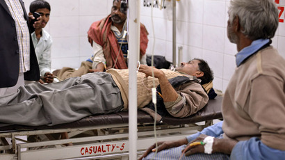 An alcohol poisoning patient receives treatment at the King George Medical College Hospital in Lucknow on January 12, 2015. (AFP Photo)