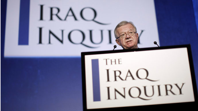 John Chilcot, the Chairman of the Iraq Inquiry, outlines the terms of reference for the inquiry and explains the panel's approach to its work during a news conference in London, on July 30, 2009. (AFP Photo/Matt Dunham)