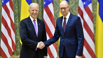 Ukrainian Prime Minister Arseniy Yatsenyuk (R) and US Vice President Joe Biden (AFP Photo / Sergei Supinsky)