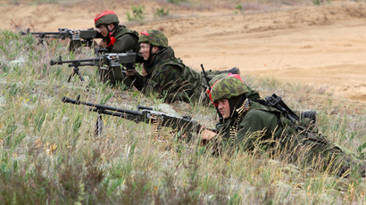 Lithuanian soldiers take part in a field training exercise during the first phase Saber Strike 2014, at the Rukla military base, Lithuania, on June 14, 2014. (AFP Photo/Petras Malukas)