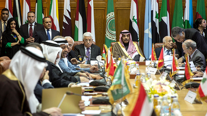 Palestinian president Mahmud Abbas (C-L) sits next to Kuwaiti Foreign Minister Sabah al-Khaled al-Sabah during an Arab foreign ministers urgent meeting at the Arab League headquarters in the Egyptian capital Cairo on January 15, 2015 to discuss the Palestinian-Israeli conflict and the situation in Libya. (AFP Photo / Mohamed El-Shahed)