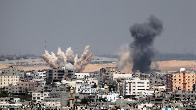 Smoke rises following what witnesses said were Israeli air strikes in Gaza August 23, 2014.(Reuters / Ahmed Zakot)