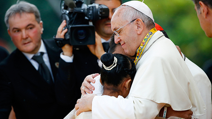 Pope Francis embraces a boy and a girl during a meeting with young people at Manila university, January 18, 2015 (Reuters / Stefano Rellandini)