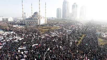People attend a rally to protest against satirical cartoons of prophet Mohammad, near the Heart of Chechnya mosque in Grozny, Chechnya January 19, 2015. (Reuters / Eduard Korniyenko)