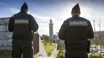 French police officers are posted outside the mosque of Poitiers, west-central France (AFP Photo  / Guillaume Souvant)