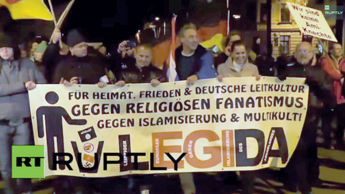 Thousands of PEGIDA supporters march in Leipzig (PHOTOS)