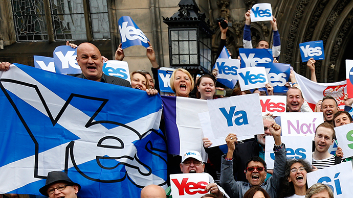 Supporters of the SNP and 'Yes Campaign', in Edinburgh, Scotland (Reuters / Russell Cheyne)