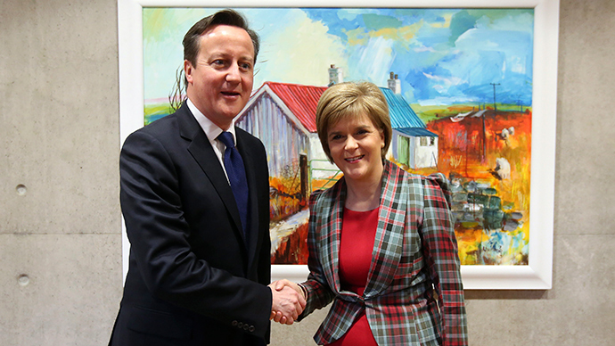 Scotland's First Minister Nicola Sturgeon shakes hands with Britain's Prime Minister David Cameron in her office at the Scottish Parliament in Edinburgh, January 22, 2015 (Reuters / Andrew Milligan)