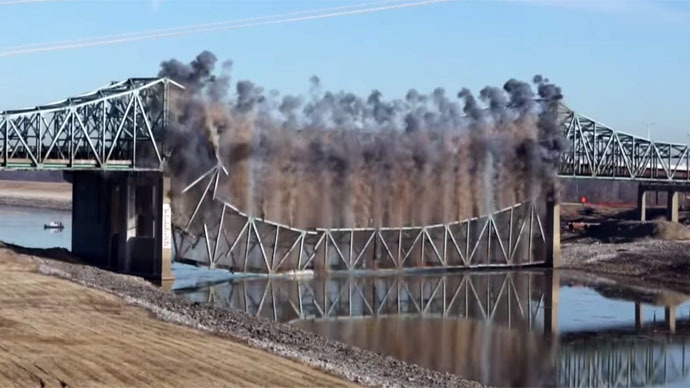 Smoke on the water: Stunning demolition of Illinois bridge (VIDEOS)