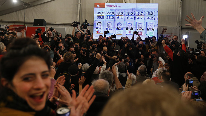 Supporters of opposition leader and head of radical leftist Syriza party Alexis Tsipras cheer at exit poll results in Athens, January 25, 2015. (Reuters/Marko Djurica)