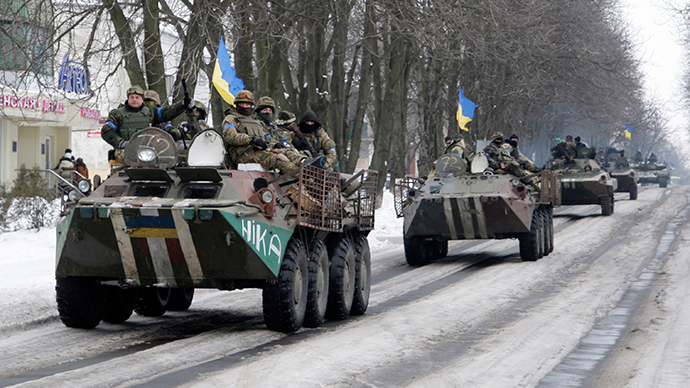 Members of the Ukrainian armed forces drive armored vehicles in the town of Volnovakha, eastern Ukraine (Reuters / Alexander Ermochenko)