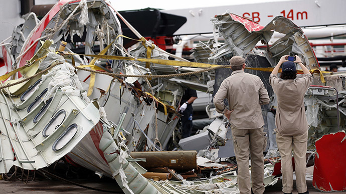 ​AirAsia captain left seat to fix computer system before jet lost control – reports