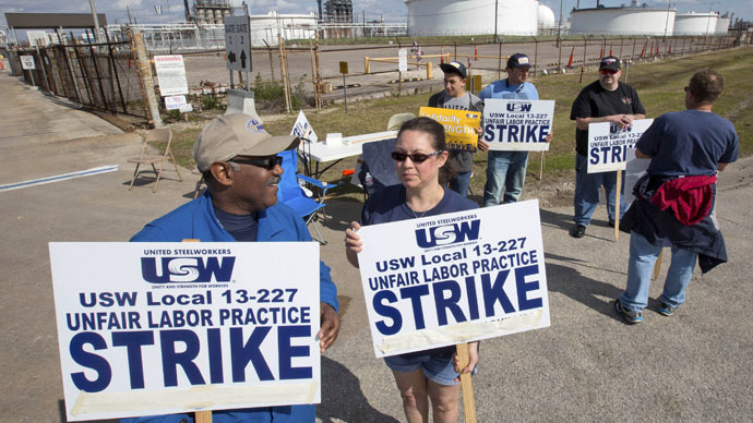 Workers from the United Steelworkers (USW) union walk a picket line outside the Lyondell-Basell refinery in Houston, Texas February 1, 2015. (Reuters/Richard Carson)
