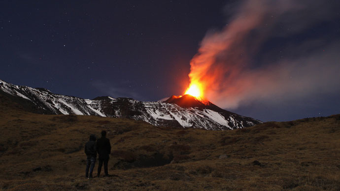 Deadly beauty: Lava flow at Italy's Etna volcano (PHOTOS)