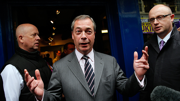 Nigel Farage (C), leader of the United Kingdom Independence Party (UKIP) (Reuters / Suzanne Plunkett)