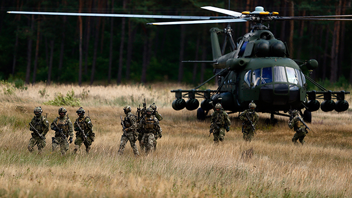 "Members of Poland's special commando unit Lubliniec disembark from a Mi-17 helicopter during the ""Noble Sword-14"" NATO international tactical exercise at the land forces training centre in Oleszno, near Drawsko Pomorskie, northwest Poland (Reuters / Kacper Pempel)"