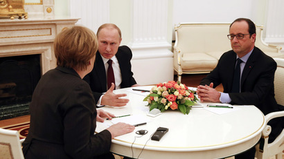 Russia's President Vladimir Putin (C) talks to German Chancellor Angela Merkel as French President Francois Hollande looks on during a meeting on resolving the Ukraine crisis at the Kremlin in Moscow February 6, 2015. (Reuters/Maxim Zmeyev)