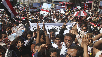 People demonstrate against the dissolution of Yemen's parliament and the takeover by the armed Shi'ite Muslim Houthi group, in the southwestern city of Taiz, February 7, 2015. (Reuters/Anees Mahyoub)