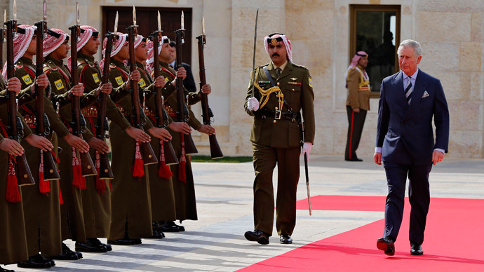 Britain's Prince Charles (R) reviews an honour guard before a meeting with Jordan's King Abdullah at the Royal Palace in Amman February 8, 2015. (Reuters / Muhammad Hamed)