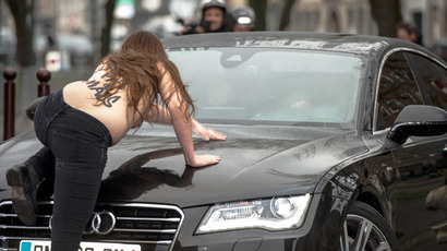 ​'Banks have left us butt-naked': Siberian model stages naked protest at -40°C