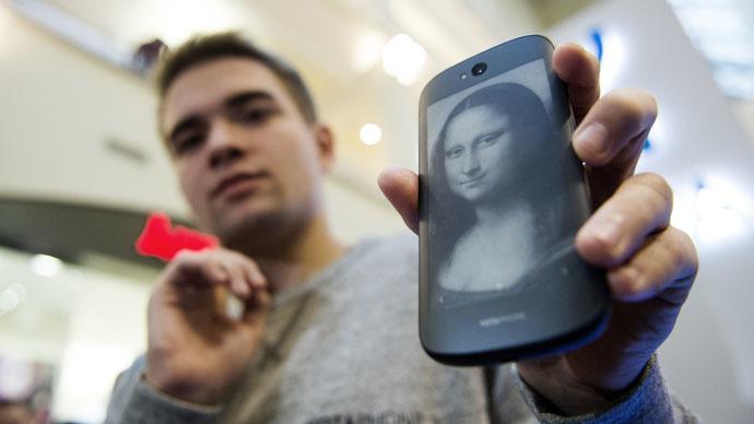 YotaPhone 2 (RIA Novosti/Ramil Sitdikov)