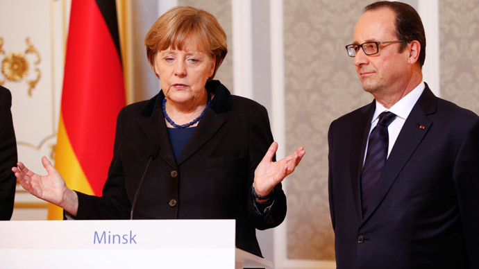 Germany's Chancellor Angela Merkel (L) and France's President Francois Hollande address the media after taking part in peace talks on resolving the Ukrainian crisis in Minsk, February 12, 2015.(Reuters / Grigory Dukor)