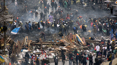 Protesters walk through the rubble after violence erupted in the Independence Square in Kiev February 20, 2014.(Reuters / Konstantin Chernichkin)