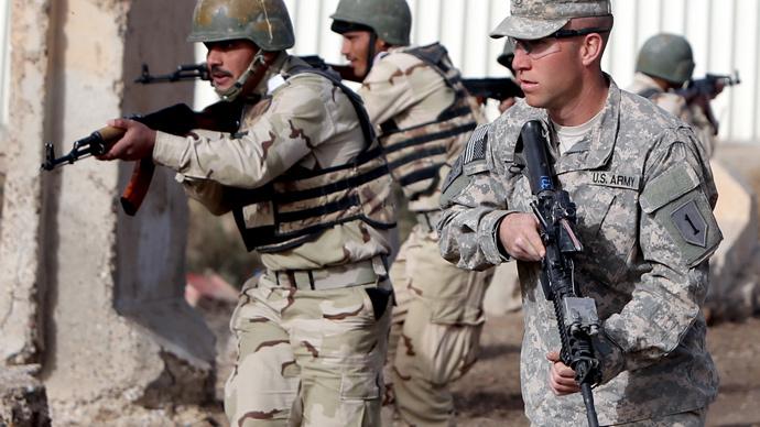 US Army soldiers training Iraqi troops at the Taji base, north of Baghdad (AFP Photo / Ahmad Al-Rubaye)