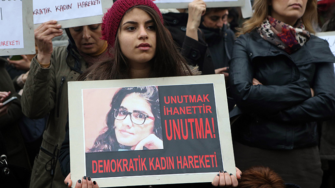 A girl holds a portrait of 20-year-old Ozgecan Aslan, who was murdered after she resisted an alleged attempt to rape her in the southern city of Mersin, during a demonstration against Aslan's murder in Ankara on February 14, 2015 (AFP Photo / Adem Altan)