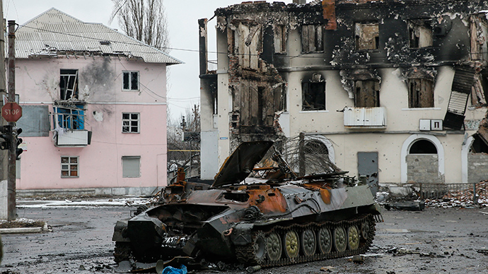 An armoured vehicle and a building, destroyed during battles between the armed forces of the separatist self-proclaimed Donetsk People's Republic and the Ukrainian armed forces, are seen in Vuhlehirsk, Donetsk region (Reuters / Maxim Shemetov)