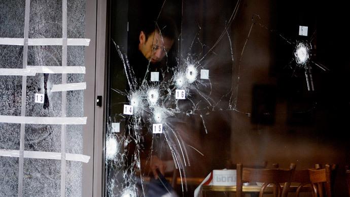A police technician works next to the door to Krudttoenden in Oesterbro, Copenhagen, February 15, 2015.(Reuters / Liselotte Sabroe)