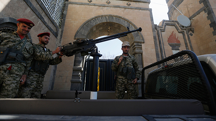 Houthi militiamen guard an entrance of the Republican Palace in Sanaa February 16, 2015.  (Reuters / Khaled Abdullah)