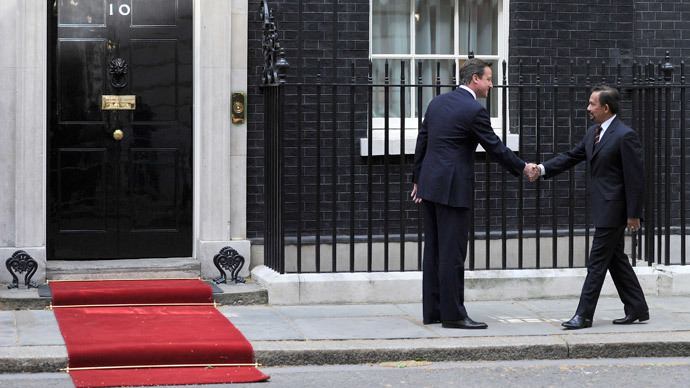 ​Cameron meets Sultan of Brunei, renews British garrison deal