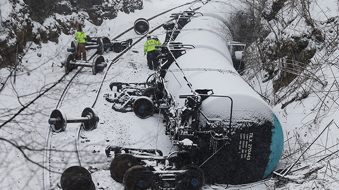 ARCHIVE PHOTO: Emergency personnel examine the wreckage of a train derailment near Vandergrift, Pennsylvania February 13, 2014. (Reuters / Jason Cohn)