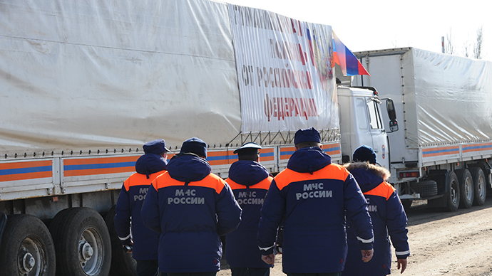 Russian Civil Defense Ministry employees walk past trailer trucks as the 14th humanitarian aid convoy for Ukraine's south-east is formed in Kovalyovka, Rostov Region (RIA Novosti / Sergey Pivovarov)