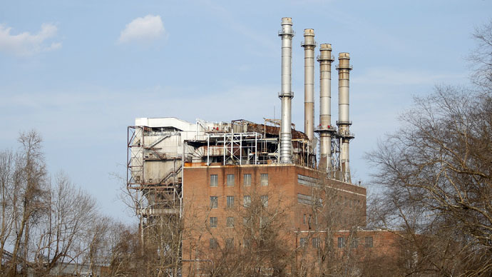 The Duke Energy coal-fired power plant is seen from the Dan River in Eden, North Carolina (Reuters/Chris Keane)