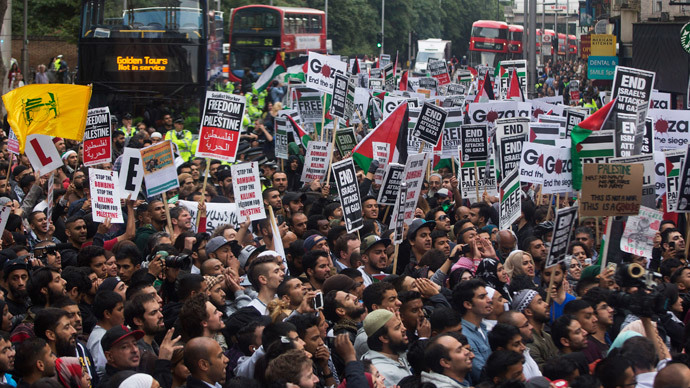Protesters gather during a protest against Israel's air strikes in Gaza, in London July 11, 2014. (Reuters / Neil Hall)