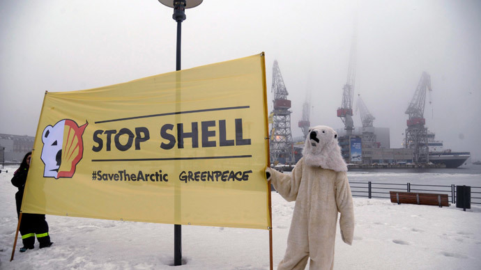 Greenpeace activists hold a banner as they protest against Shell's plans to drill in the Arctic, at a port in Helsinki.(Reuters / Markku Ulander)