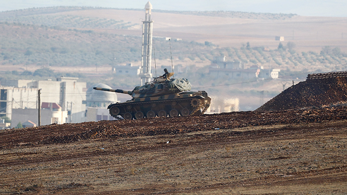Turkish army tank takes position near Mursitpinar border crossing on the Turkish-Syrian border in the southeasternTurkish town of Suruc in Sanliurfa provincee (Reuters / Kai Pfaffenbach)