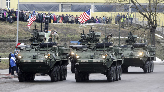 U.S. soldiers attend military parade celebrating Estonia's Independence Day near border crossing with Russia in Narva February 24, 2015. (Reuters/Ints Kalnins)