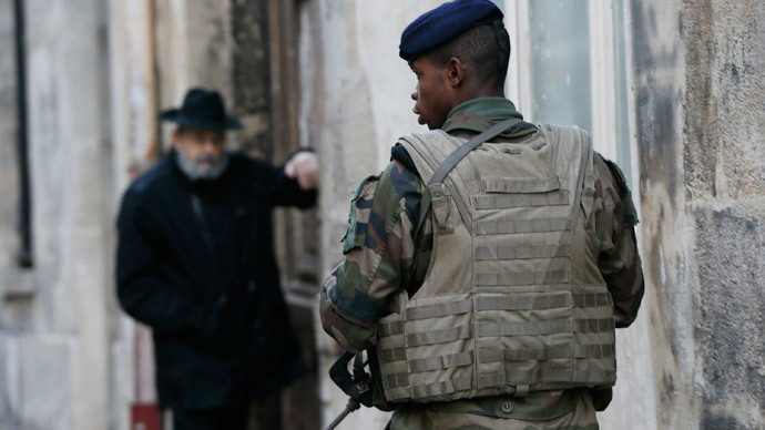 "A French soldier patrols the street in a Jewish neighbourhood near a religious school and a synagogue as part of the highest level of ""Vigipirate"" security plan after last week's Islamic attacks in Paris January 14, 2015. (Reuters / Gonzalo Fuentes)"