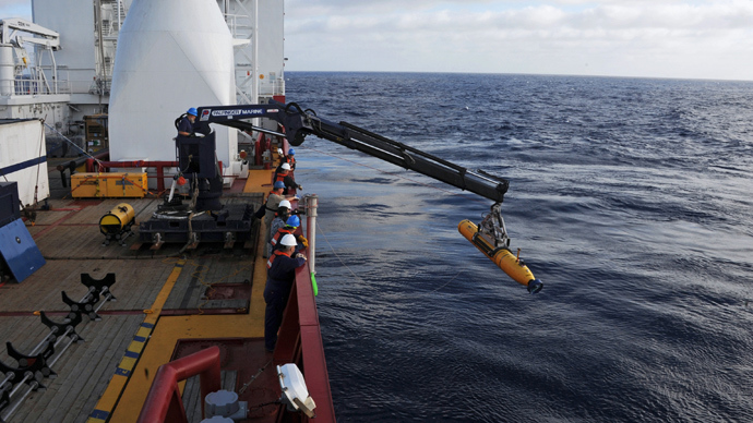 Crew aboard the Australian Defence Vessel Ocean Shield move the U.S. Navy's Bluefin-21 autonomous underwater vehicle into position for deployment in the southern Indian Ocean to look for the missing Malaysia Airlines flight MH370 (Reuters / HO)