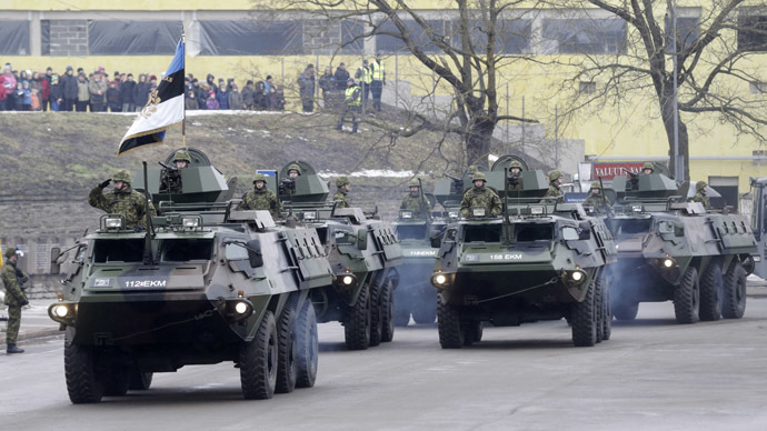 Estonian soldiers attend military parade celebrating Estonia's Independence Day near border crossing with Russia in Narva February 24, 2015. (Reuters/Ints Kalnins)