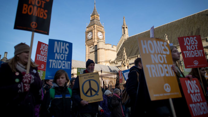 Anti-nuclear protesters gather in central London on January 24, 2015 (AFP Photo/Leon Neal)