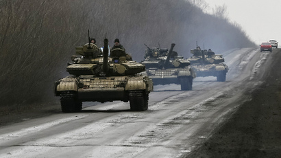 Members of the Ukrainian armed forces ride in tanks near Artemivsk, eastern Ukraine (Reuters / Gleb Garanich)