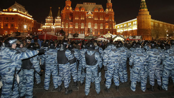 Policemen block protest rally at Manezhnaya Square in Moscow December 30, 2014. (Reuters/Tatyana Makeyeva)