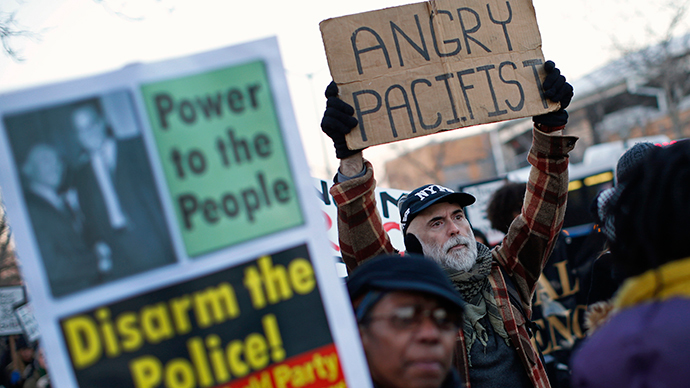 ​'Searing' DOJ probe finds 'distrust & hostility' between police and Ferguson residents