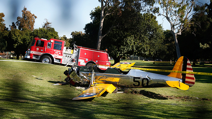 An airplane sits after crash landing at Penmar Golf Course in Venice California March 5, 2015 (Reuters / Lucy Nicholson)